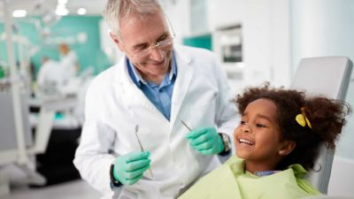 little girl asking her dentist how to find a good dentist in anderson